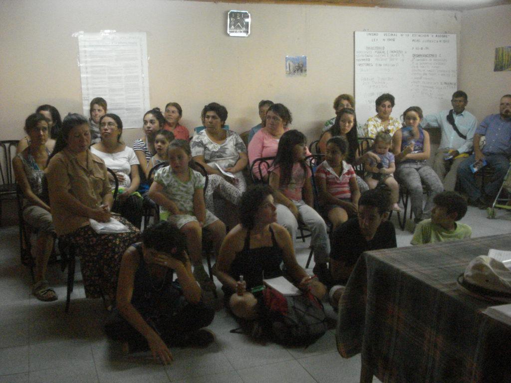 charla con los vecinos de estación Villa Alegre para definir el trabajo que se llevara acabo. febrero, 2011.
