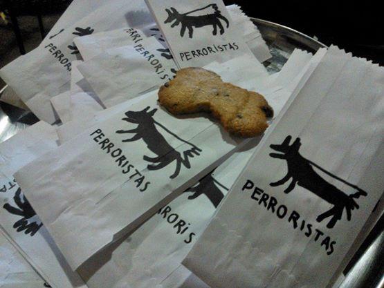 galletas para las personas que se hacercavan a la caravana, hechas por los perroristas