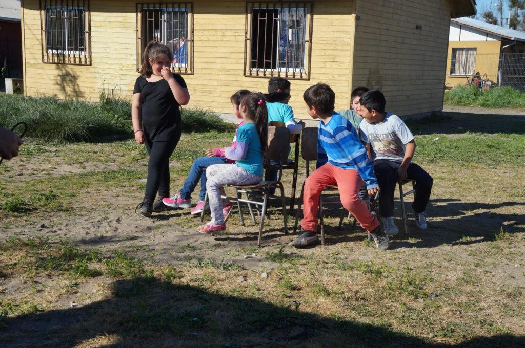 Juego de la silla musical en la Volantinada. Villa el Tren, Villa Alegre , Chile. Septiembre, 2016.